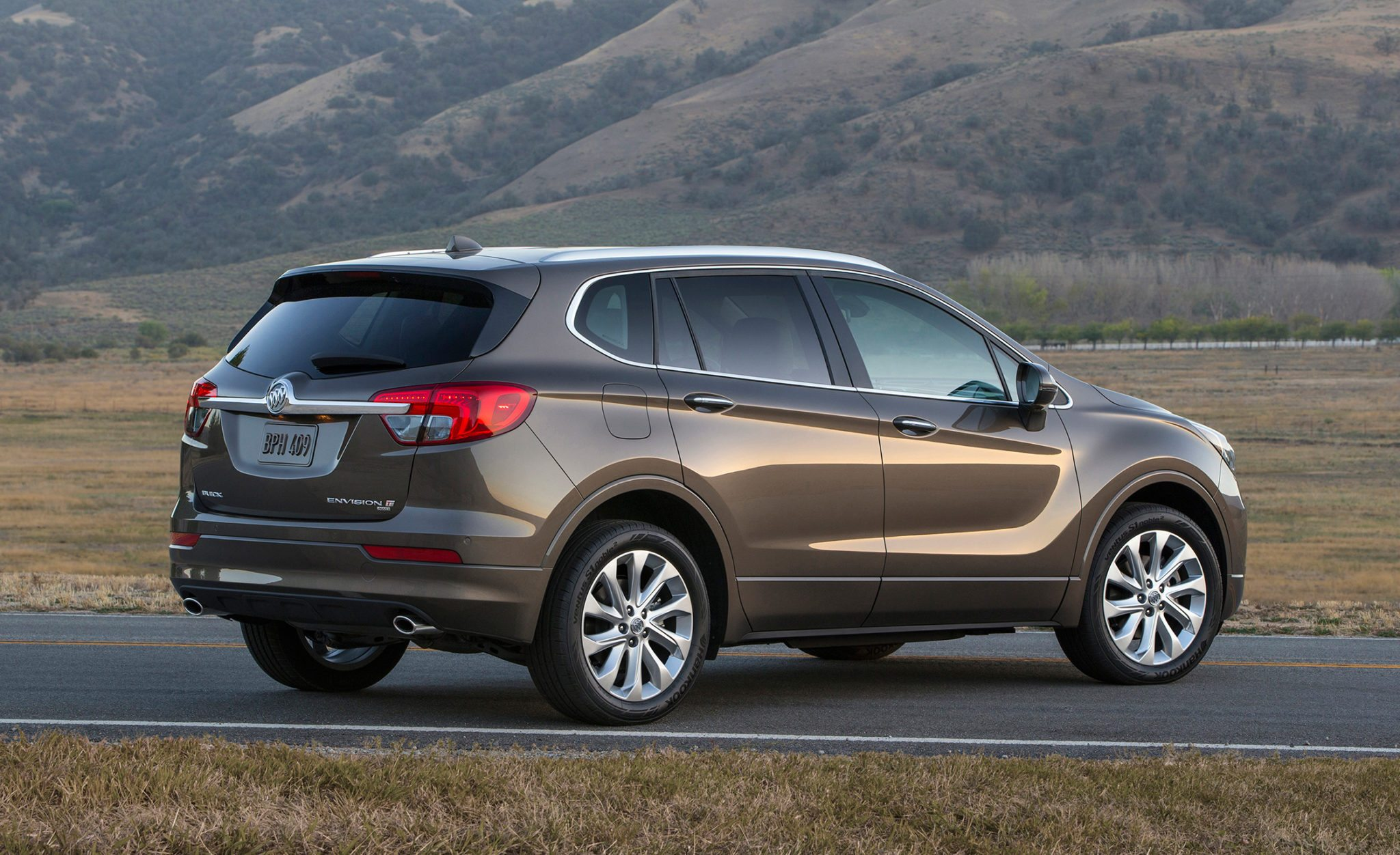 Orientation: 2016 Buick Envision SUV to Be Imported to U.S. from China Next Summer 1