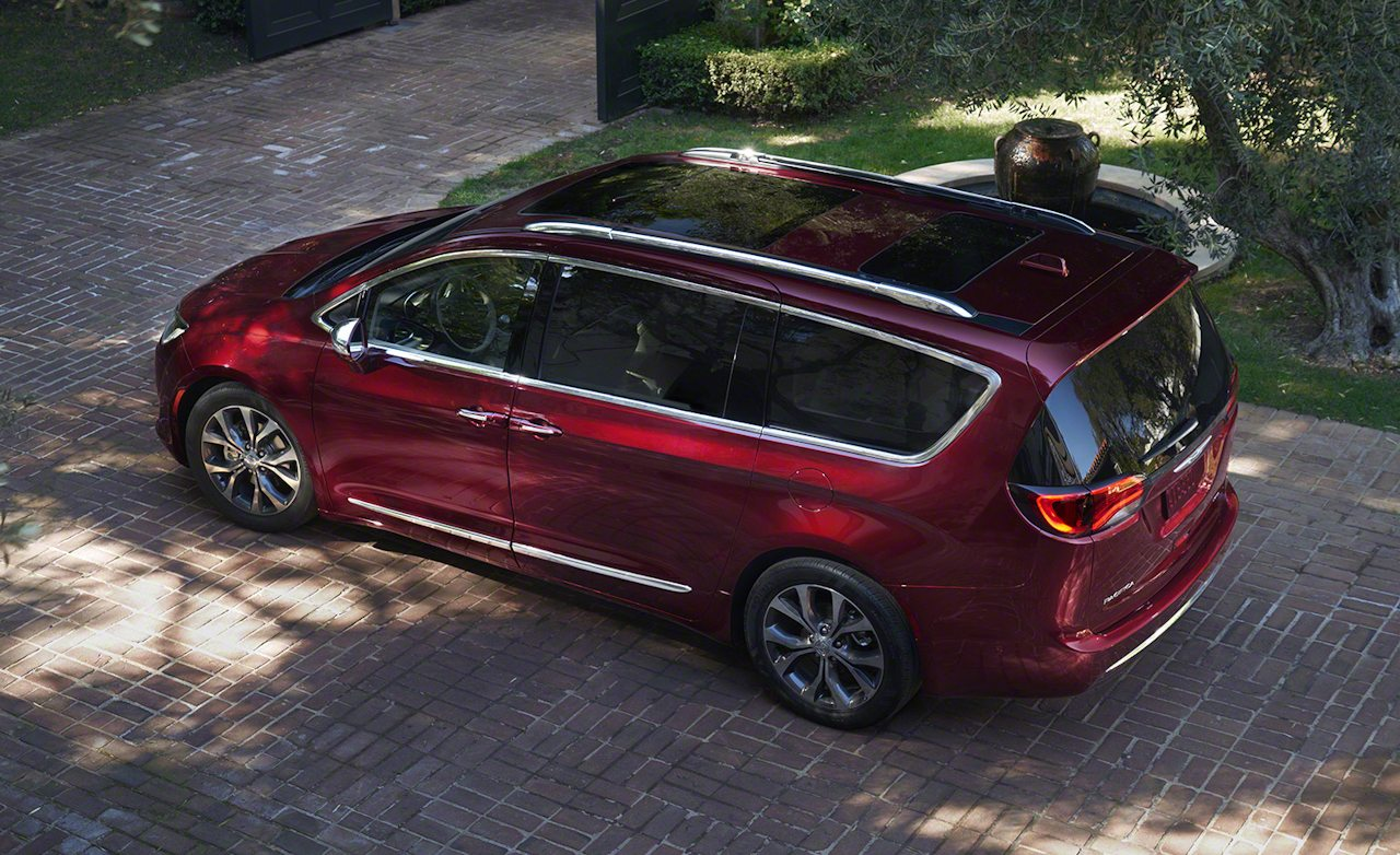Price Cut 2017 Chrysler Pacifica Is 1400 Er Than The Town Country Rims And Tires Mag