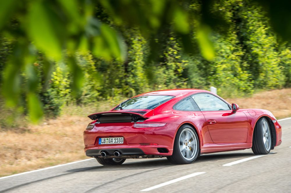G-2017-porsche-911-carrera-s-drift