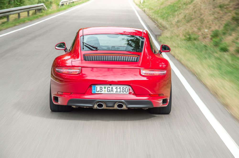 g-2017-porsche-911-carrera-s-rear
