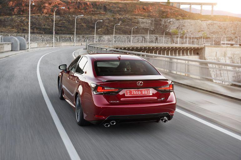 2016 Lexus GS F Review 9