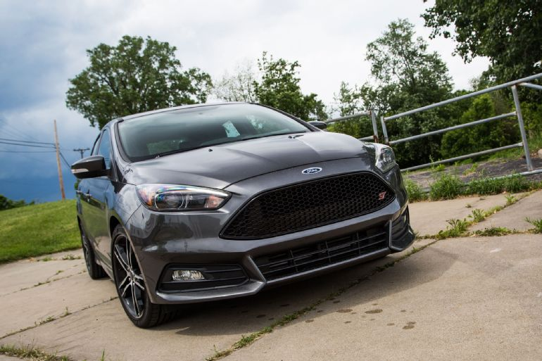 2015 Ford Focus ST Review 2