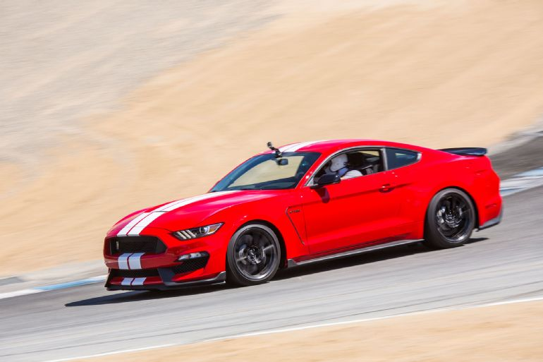 2016 Ford Shelby GT350 Mustang Review 6