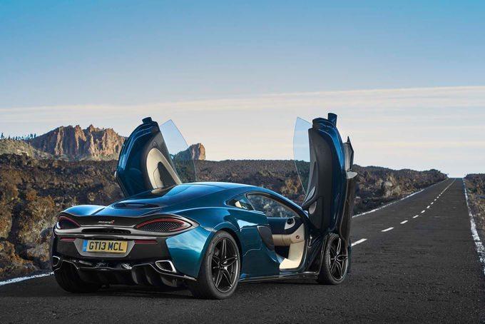 2017-McLaren-570GT-rear