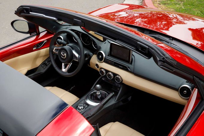 2017-Mazda-MX-5-Miata-RF-interior-top-view-02