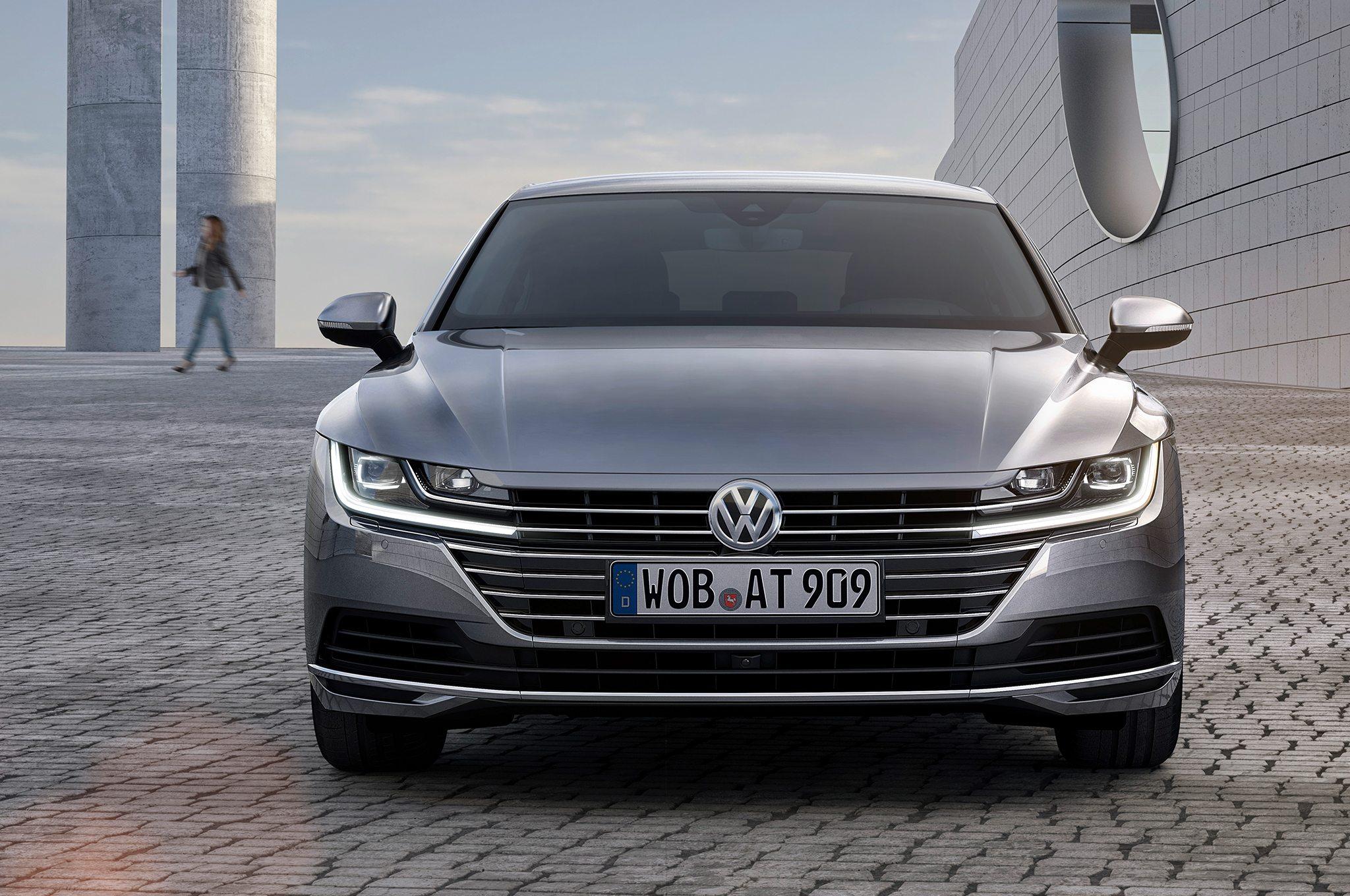 2018-Volkswagen-Arteon-Elegance-front-view-2