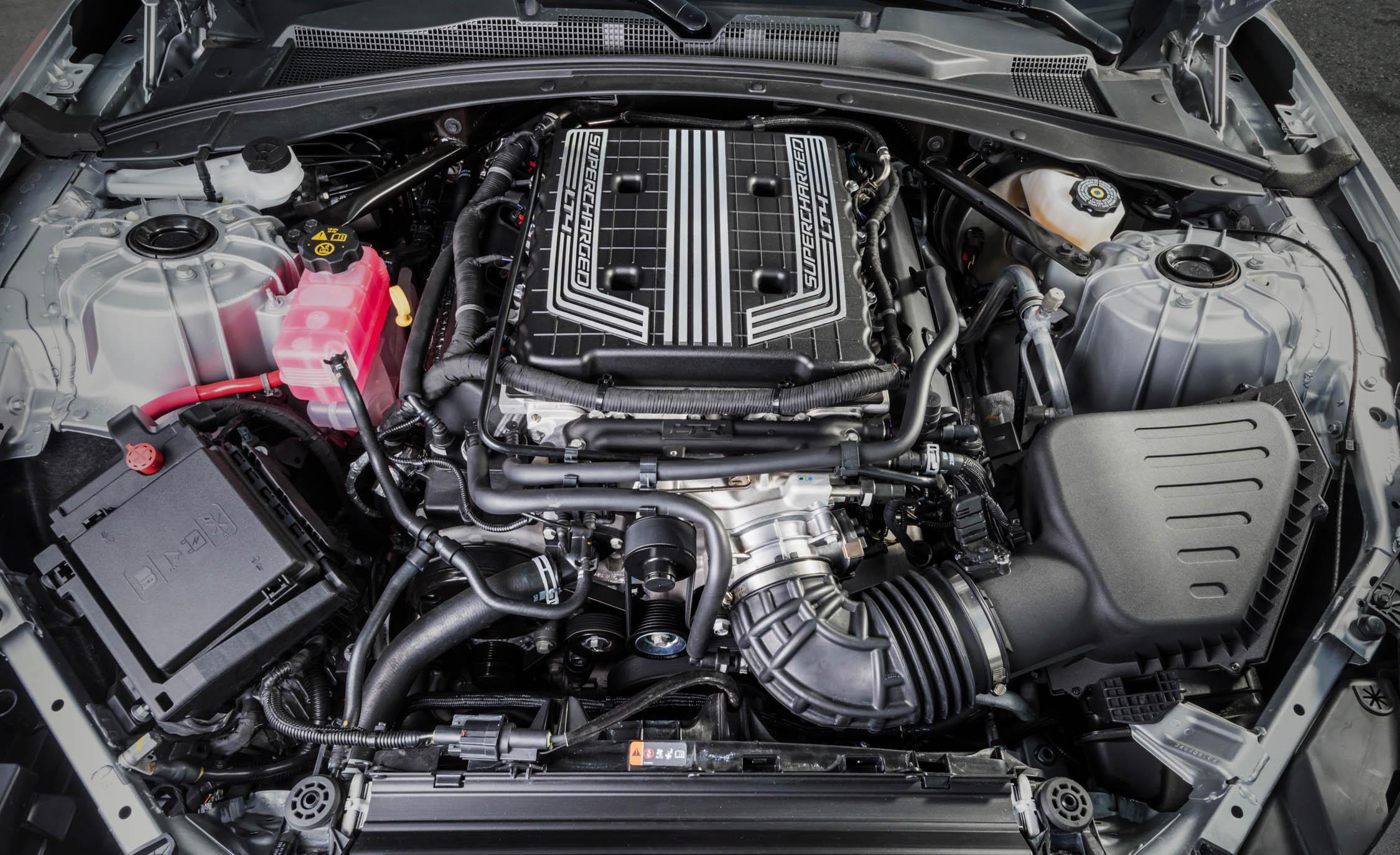 2017 Chevrolet Camaro ZL1 coupe supercharged 6.2-liter V-8 engin