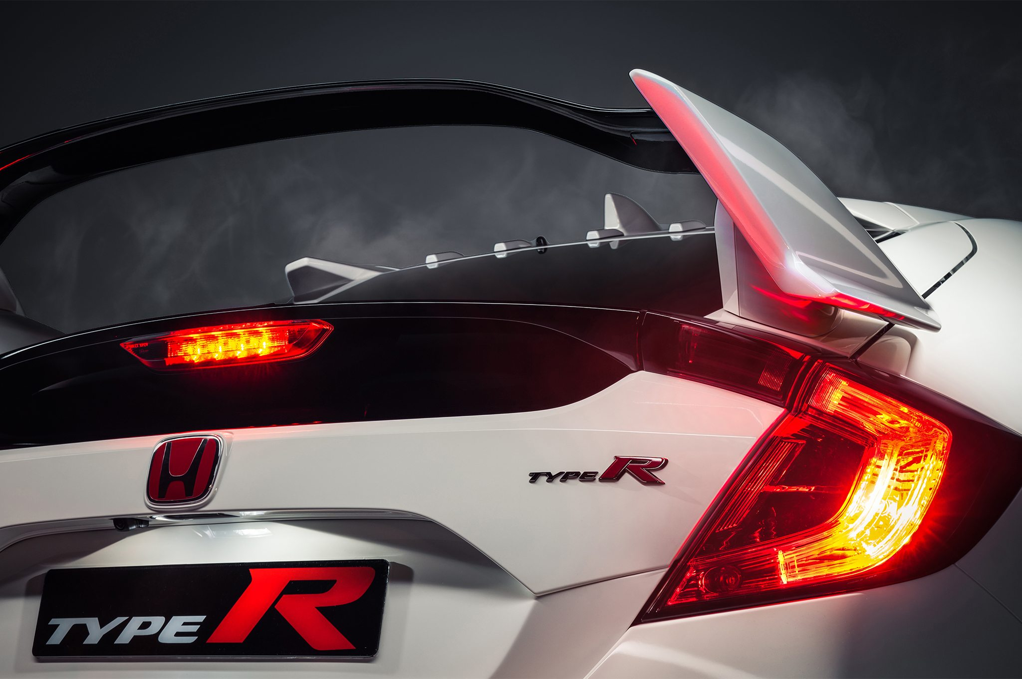 2017-Honda-Civic-Type-R-rear-end-detail
