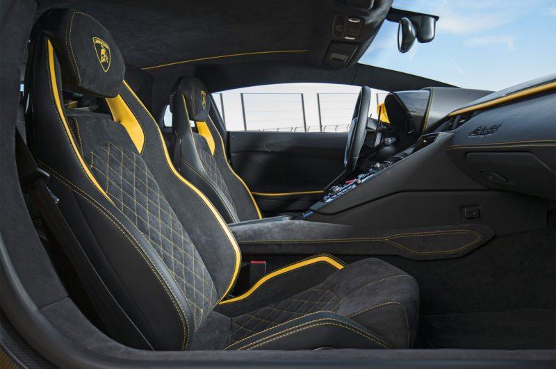 2017-Lamborghini-Aventador-S-seats
