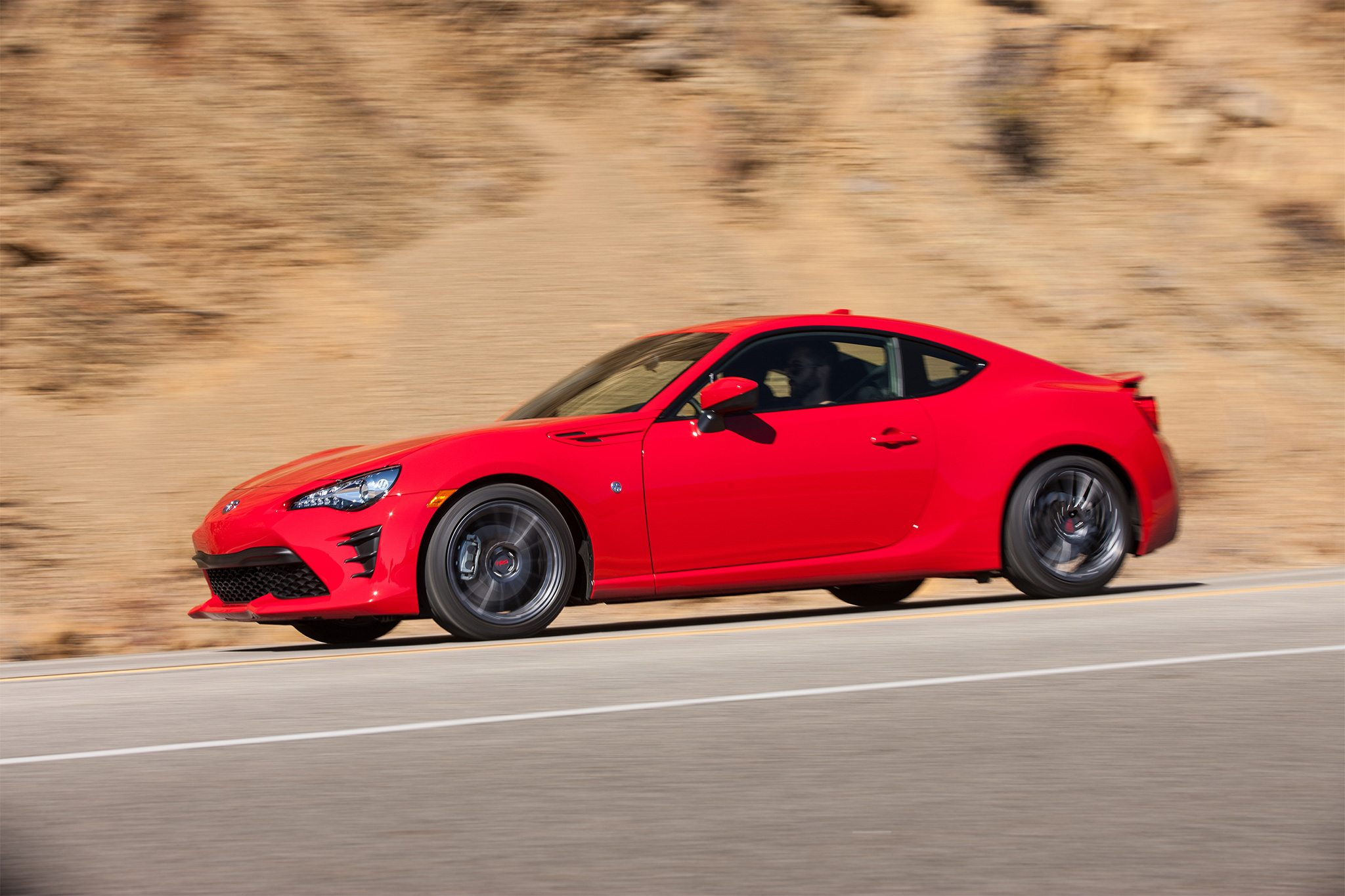 2017-Toyota-86-front-three-quarter-in-motion-02